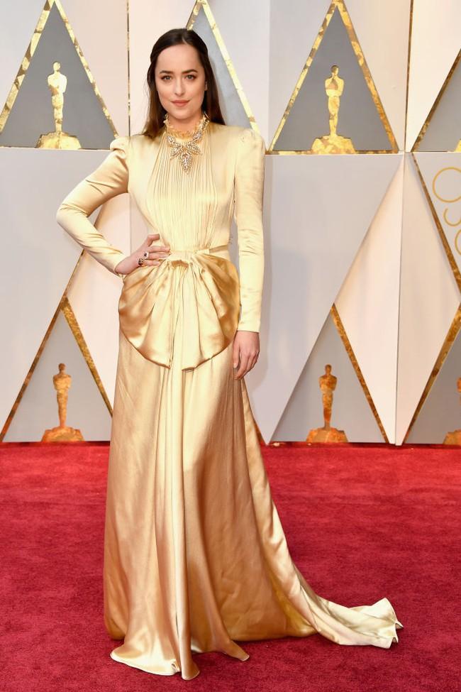 Oscar 2017: Bên cạnh loạt váy áo đẹp lộng lẫy cũng không thiếu những bộ làm tụt cảm xúc - Ảnh 12.