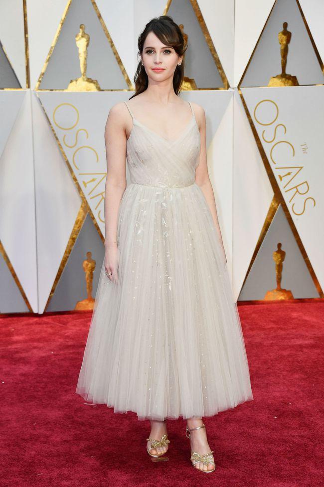 Oscar 2017: Bên cạnh loạt váy áo đẹp lộng lẫy cũng không thiếu những bộ làm tụt cảm xúc - Ảnh 18.