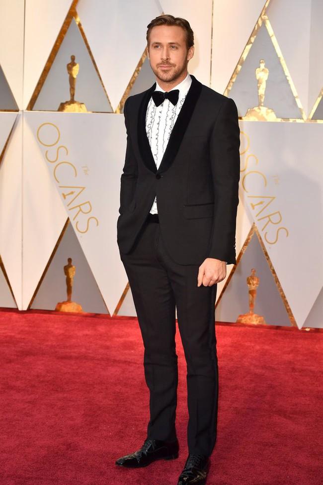Oscar 2017: Bên cạnh loạt váy áo đẹp lộng lẫy cũng không thiếu những bộ làm tụt cảm xúc - Ảnh 21.