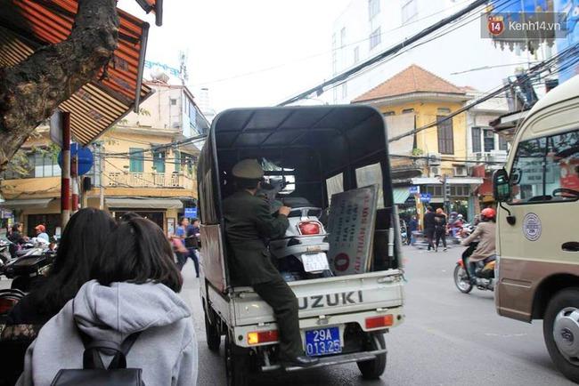 Sau Sài Gòn, Hà Nội ra quân giành lại vỉa hè cho người đi bộ - Ảnh 7.
