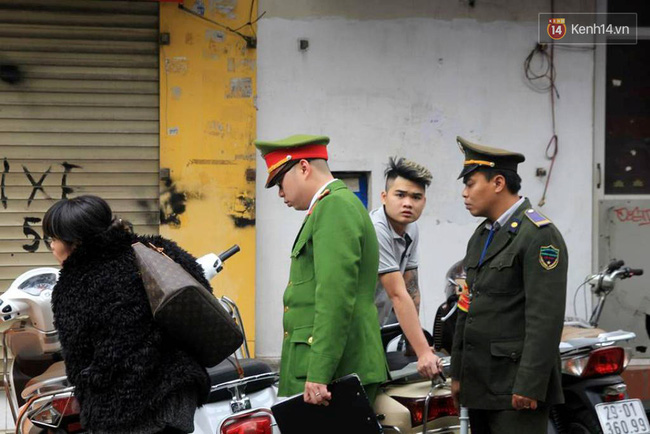 Sau Sài Gòn, Hà Nội ra quân giành lại vỉa hè cho người đi bộ - Ảnh 2.