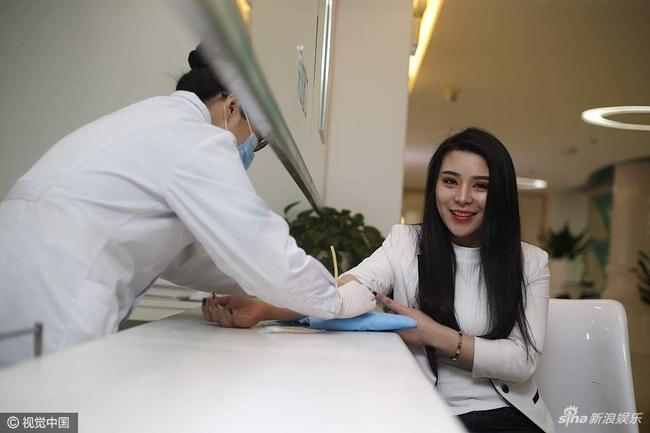 Mỹ nhân xứ Trung miệt mài 10 năm phẫu thuật thẩm mỹ để có nhan sắc giống Phạm Băng Băng - Ảnh 1.
