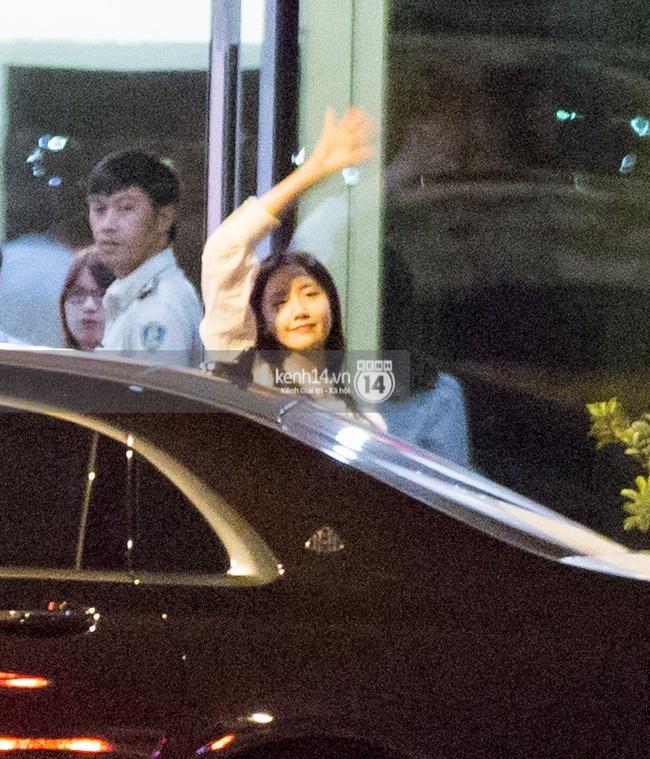 Loạt hình ảnh rõ mặt siêu hiếm hoi của Yoona khi vừa đến Việt Nam - Ảnh 6.