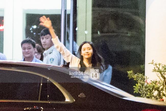 Loạt hình ảnh rõ mặt siêu hiếm hoi của Yoona khi vừa đến Việt Nam - Ảnh 5.