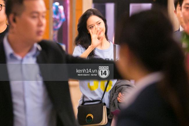 Sau 1 ngày hoạt động liên tục, Yoona vẫn vui vẻ vẫy tay chào tạm biệt fan Việt trước khi trở về Hàn - Ảnh 4.