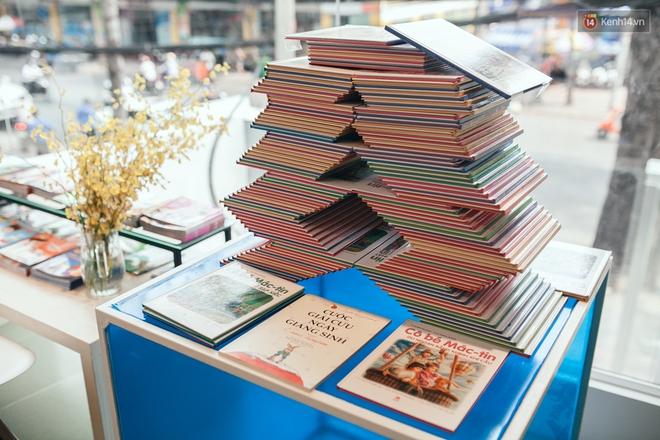 Nhà sách tuyệt đẹp mà bạn có thể nằm dài đọc truyện và chụp ảnh thoải mái tại Sài Gòn - Ảnh 4.