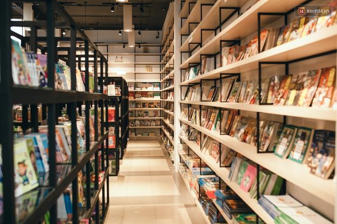 Nhà sách tuyệt đẹp mà bạn có thể nằm dài đọc truyện và chụp ảnh thoải mái tại Sài Gòn - Ảnh 10.