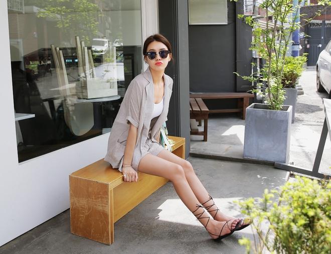 8 kiểu sandal đế bệt trendy nhất mùa hè này - Ảnh 9.