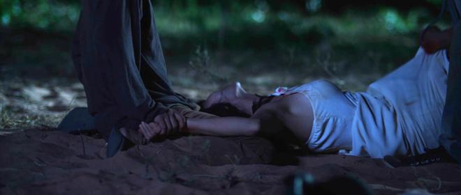 Clip Minh Hằng khóc lóc quằn quại khi bị cưỡng hiếp tập thể trong phim - Ảnh 6.