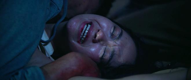 Clip Minh Hằng khóc lóc quằn quại khi bị cưỡng hiếp tập thể trong phim - Ảnh 3.