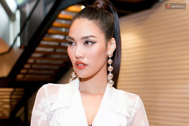 HLV The Face Thái đến đúng giờ, Minh Tú phải nhập viện trước họp báo The Face 2017 - Ảnh 7.