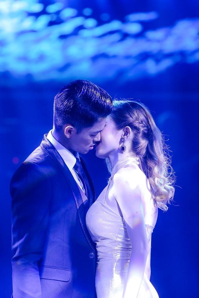 Trọng Hiếu, Erik, Rocker Nguyễn thi nhau hôn thí sinh nữ của Bạn là ngôi sao - Ảnh 6.
