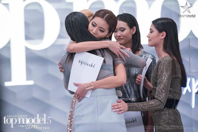 Hoàng Thùy mất thí sinh The Face đầu tiên, Minh Tú suýt nguy hiểm tại Next Top châu Á - Ảnh 6.