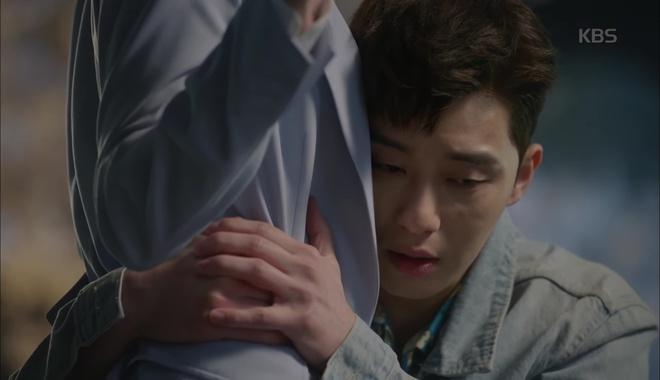 Park Seo Joon ôm chặt Kim Ji Won, mếu máo xin chơi chung - Ảnh 2.