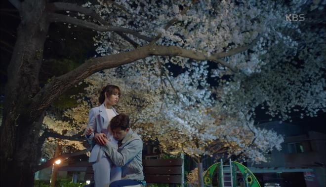 Park Seo Joon ôm chặt Kim Ji Won, mếu máo xin chơi chung - Ảnh 3.