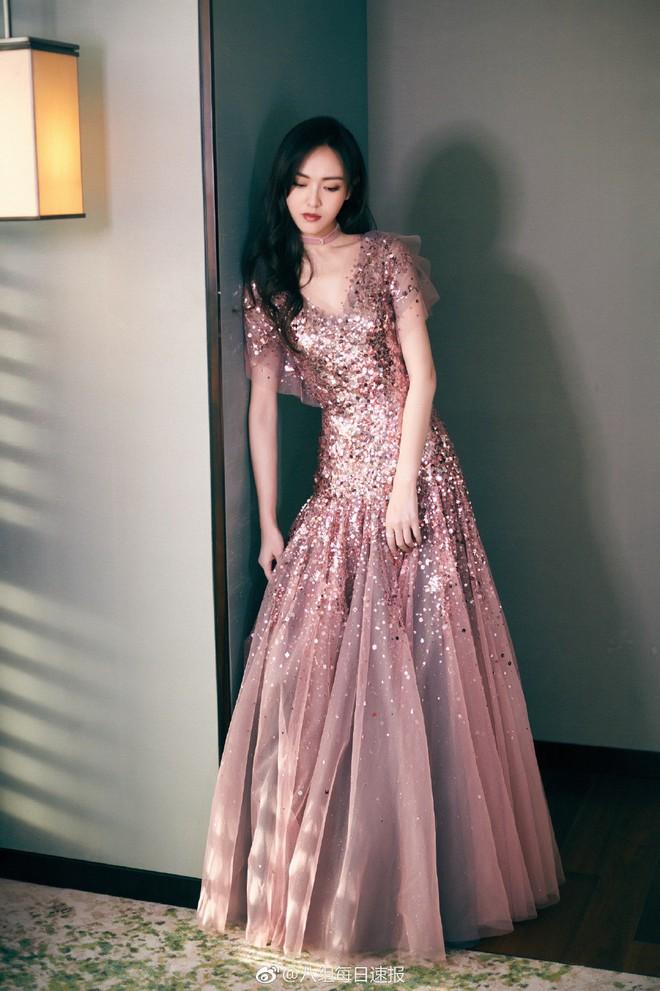 Thảm đỏ Marie Claire: Đường Yên chiếm sóng với chiếc váy đẹp xuất sắc, Lưu Diệc Phi kém sang hơn hẳn Dương Mịch - Angela Baby - Ảnh 6.