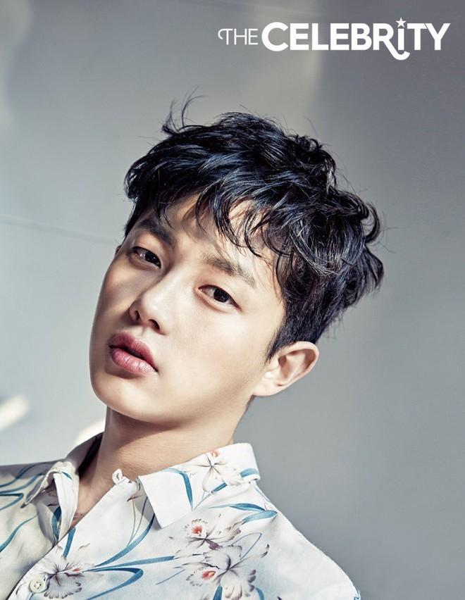 """Điểm mặt 6 hot boy mới nổi của màn ảnh Hàn được """"săn đón"""" vì quá đẹp trai - Ảnh 1."""