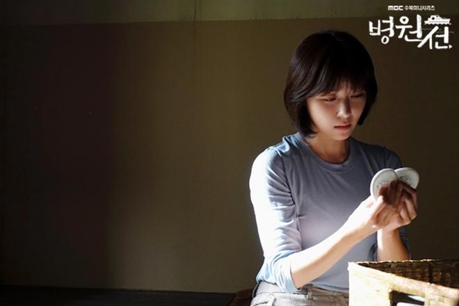 """4 lí do khiến """"Hospital Ship"""" của Ha Ji Won đứng đầu khung giờ giữa tuần - Ảnh 2."""