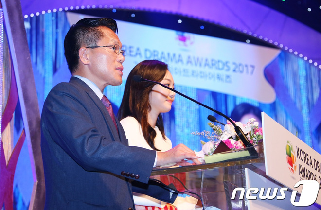 Korea Drama Awards 2017: Giải Phim hay nhất được trao cho phim... dở gần nhất năm - Ảnh 1.