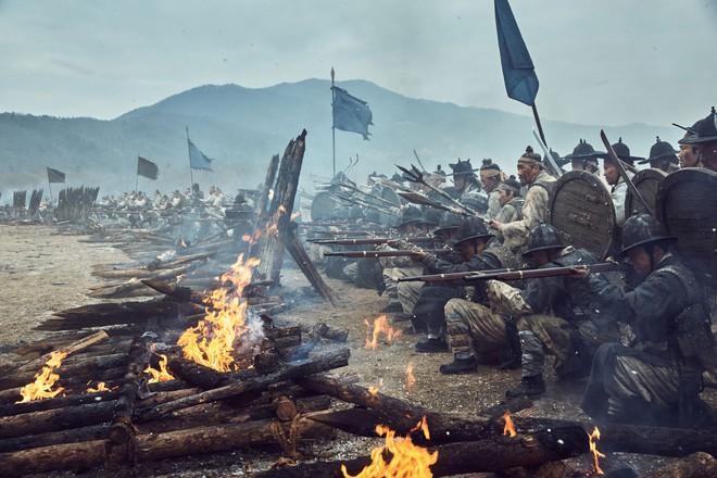 Điện ảnh Hàn tháng 10: Cuộc đổ bộ của loạt ông hoàng phòng vé - Ảnh 3.