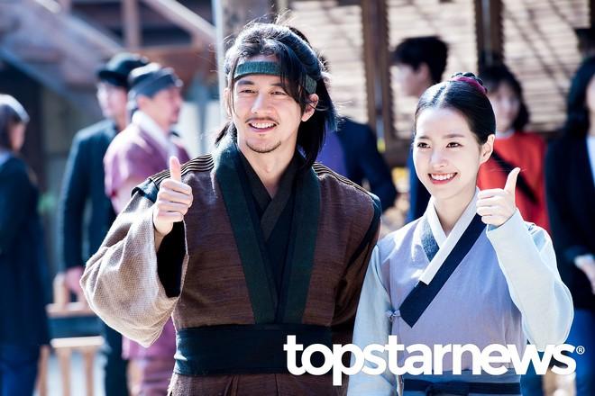 Sốc vì độ lệch tuổi ở các cặp đôi phim Hàn: Một giáp có là gì, giờ toàn 20 tuổi! - ảnh 6