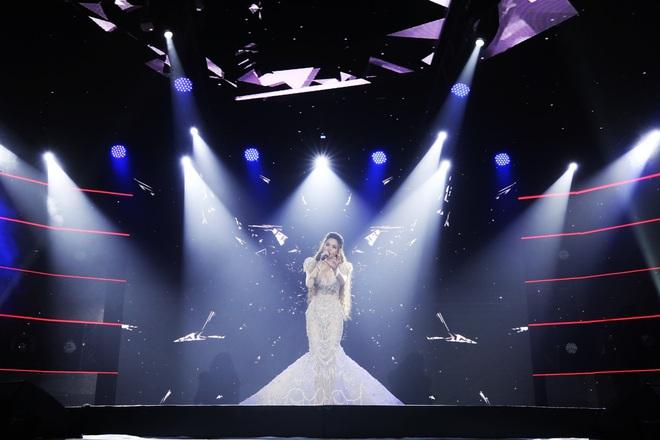 """Liveshow Love Songs của Hồ Ngọc Hà: Bất ngờ từ câu chuyện âm nhạc đến giọng hát đầy """"lửa"""""""