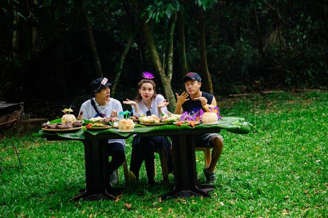 Hồ Ngọc Hà bất chấp nỗi sợ, leo trèo thám hiểm Động Thiên Đường cùng rapper Basick - Ảnh 11.