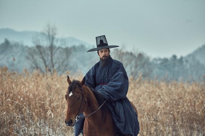 Điện ảnh Hàn tháng 10: Cuộc đổ bộ của loạt ông hoàng phòng vé - Ảnh 4.