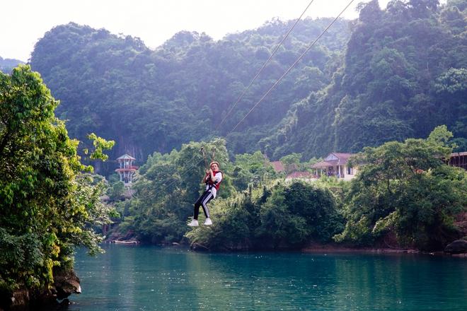Hồ Ngọc Hà bất chấp nỗi sợ, leo trèo thám hiểm Động Thiên Đường cùng rapper Basick - Ảnh 10.
