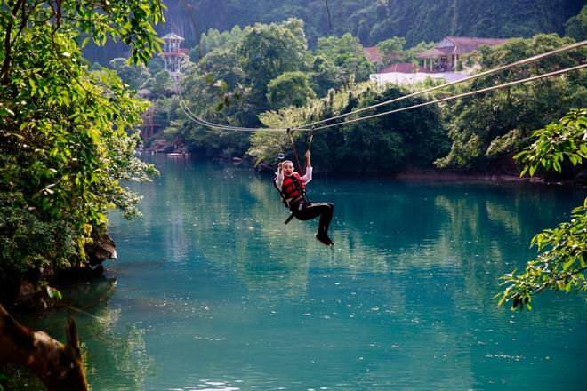 Hồ Ngọc Hà bất chấp nỗi sợ, leo trèo thám hiểm Động Thiên Đường cùng rapper Basick - Ảnh 9.