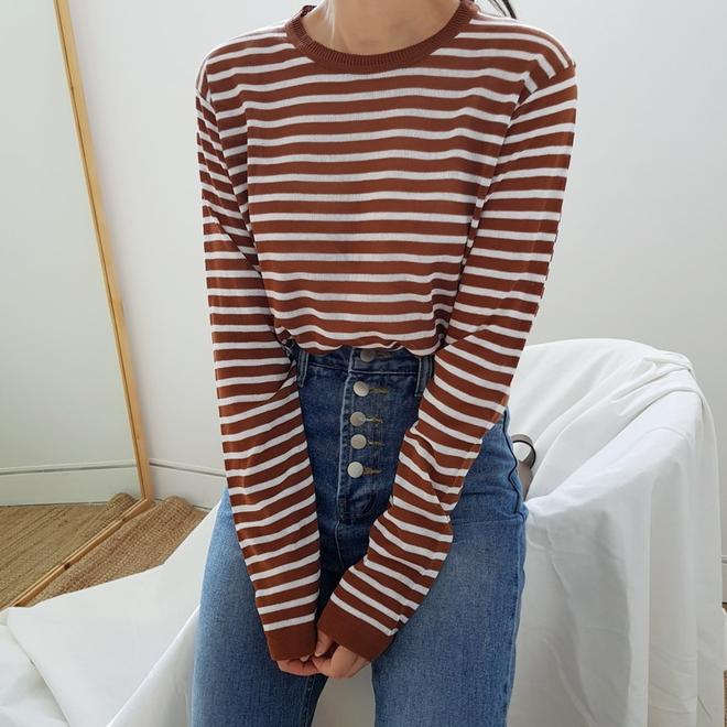 Áo kẻ ngang dài tay, item mặc thế nào cũng đẹp không thể thiếu trong tủ đồ thu của các nàng - Ảnh 5.