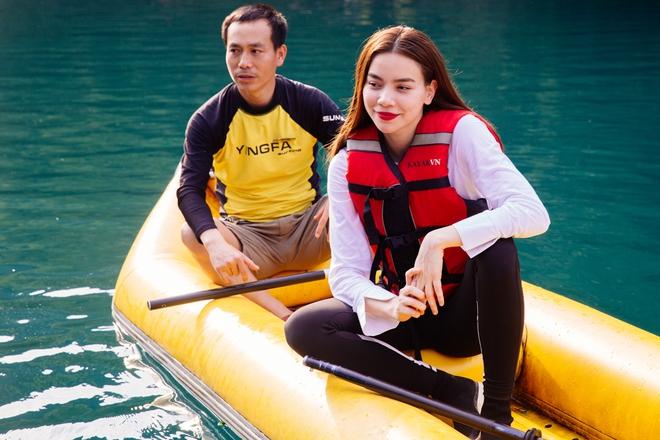 Hồ Ngọc Hà bất chấp nỗi sợ, leo trèo thám hiểm Động Thiên Đường cùng rapper Basick - Ảnh 13.