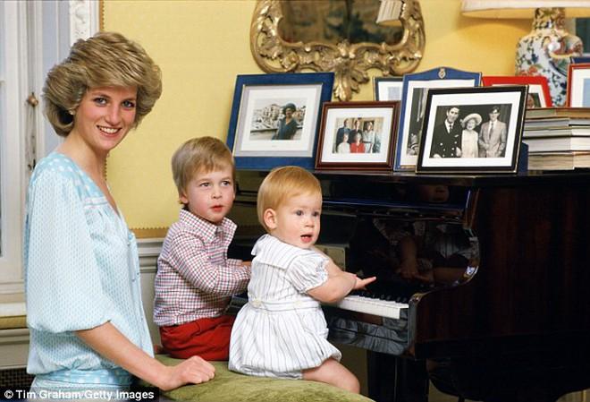 Nước mắt của Hoàng tử Anh: 20 năm chôn giấu hồi ức về Công nương Diana quá cố - Ảnh 5.