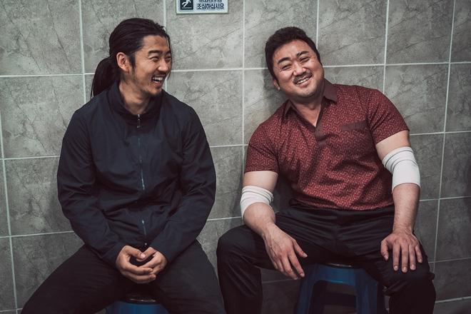 Điện ảnh Hàn tháng 10: Cuộc đổ bộ của loạt ông hoàng phòng vé - Ảnh 10.