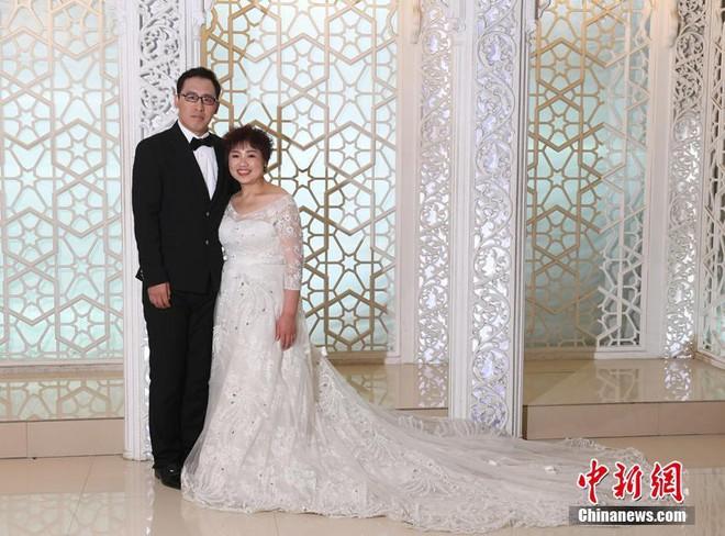 """Bị chồng bỏ, bà mẹ đơn thân quyết tâm """"chia tay"""" 121kg mỡ thừa và cái kết không thể ngọt ngào hơn - Ảnh 2"""