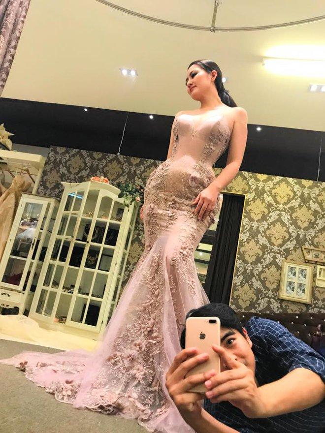 Ngọc Lan rạng rỡ đi thử váy cưới với Thanh Bình - Ảnh 1.