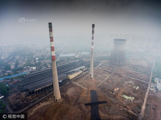 Trung Quốc phá dỡ nhà máy nhiệt điện, cả ngọn tháp cao bằng tòa nhà 60 tầng đổ sập trong vài giây ngắn ngủi - Ảnh 2