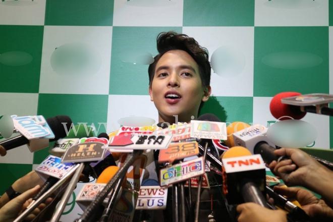 Hoàng tử nụ cười Thái James Jirayu dính tin đồn hẹn hò đồng tính vì lộ ảnh thân mật với đàn anh - Ảnh 6.