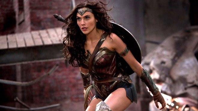 Wonder Woman - Một mình gánh cả Vũ trụ Điện ảnh DC trên đôi vai gầy - Ảnh 1.