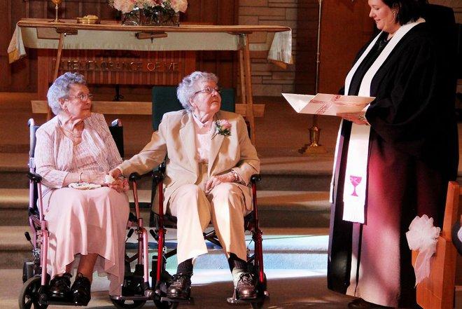 19 khoảnh khắc đám cưới đồng tính tuyệt đẹp khiến con người ta thêm niềm tin vào tình yêu - Ảnh 3.