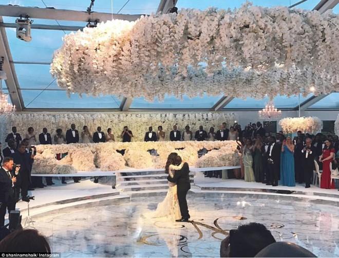 Đám cưới sang chảnh với 1 triệu bông hồng của con trai tỷ phú da màu giàu nhất thế giới - Ảnh 1