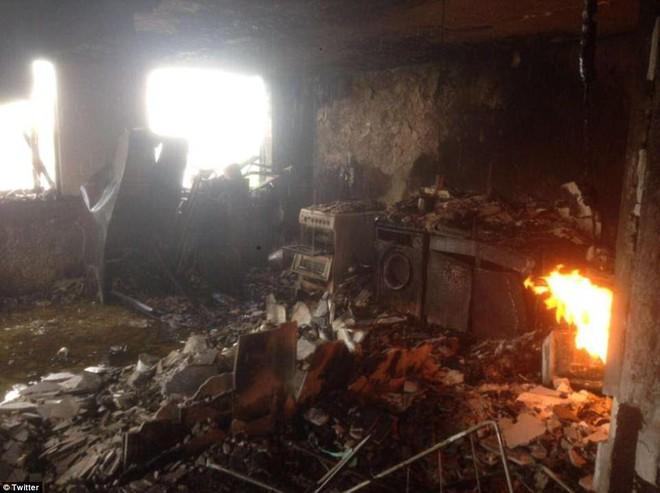 Những hình ảnh hoang tàn bên trong tòa chung cư 24 tầng sau vụ hỏa hoạn nghiêm trọng - Ảnh 3