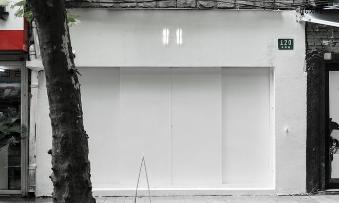 Bắt chước Nhật Bản, Trung Quốc cũng có một shop chỉ bán toàn áo phông trắng sở hữu cái tên kỳ quái: | | - Ảnh 1.