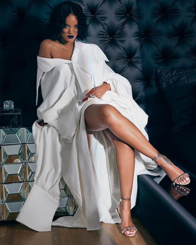 Thật bất ngờ và tự hào: Rihanna diện thiết kế trong BST Em Hoa của Công Trí - Ảnh 1.