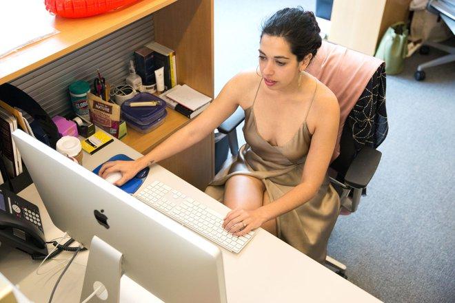 Cô nàng này đã diện thử chiếc váy lộ hàng giống Bella Hadid và đây là cái kết - Ảnh 2.