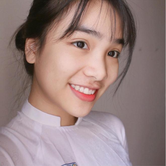 Con gái Việt vẫn xinh đẹp và dịu dàng nhất khi mặc áo dài trắng! - Ảnh 13.