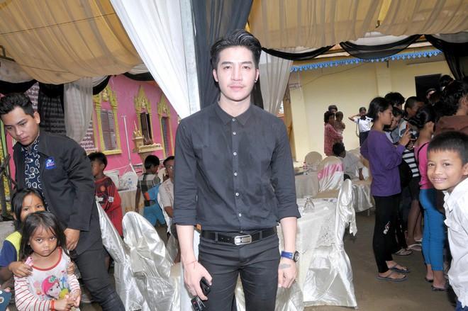 Đám tang Á quân The Voice Campuchia bị chồng bắn chết: Hai con thơ dại và bạn trai tin đồn đến đưa tiễn - Ảnh 8.