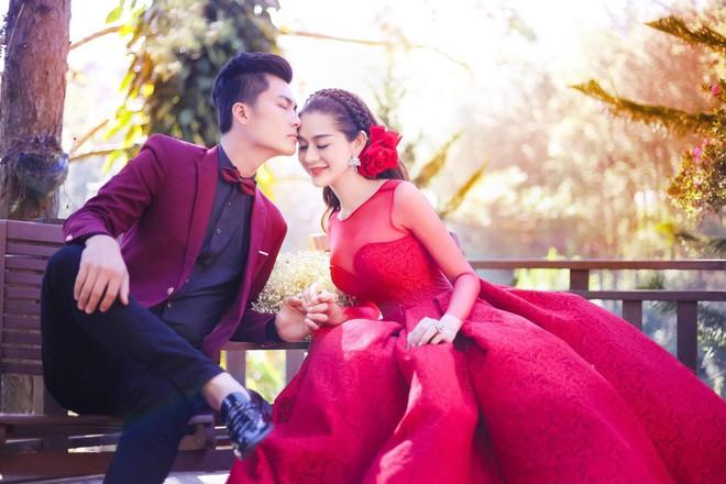 Hé lộ thiệp cưới giản dị của Lâm Khánh Chi và chồng kém 8 tuổi - Ảnh 2.