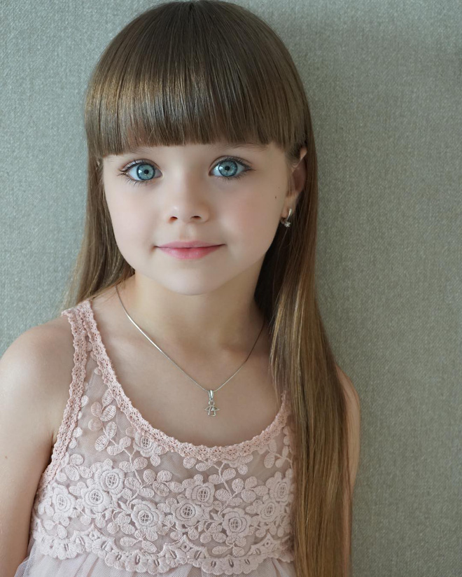 Chiêm ngưỡng dung nhan của bé gái xinh nhất thế giới - Ảnh 1.