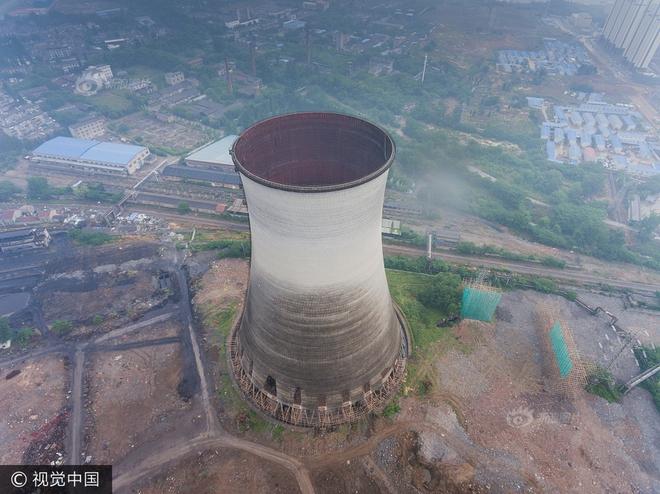 Trung Quốc phá dỡ nhà máy nhiệt điện, cả ngọn tháp cao bằng tòa nhà 60 tầng đổ sập trong vài giây ngắn ngủi - Ảnh 3